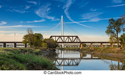 Margaret Hunt Hill Bridge with refelction on Trinity river ...