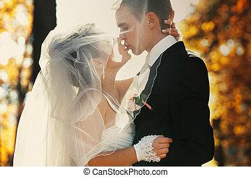 mariée, abrutissant, voile, baiser, sous