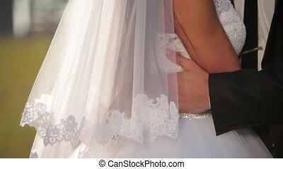mariée, romantique, embrassé
