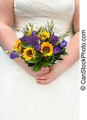 mariée, tenue, a, tournesol, bouquet