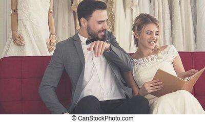 mariés, robe, mariage, ceremony., mariée, palefrenier, ...