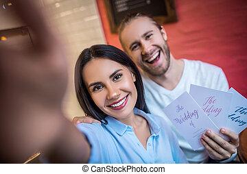 mari, avenir, tenue, selfie, confection, petite amie, invitations mariage