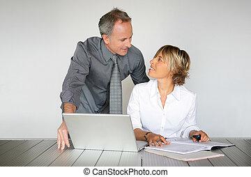 marido esposa, fazer, contato olho