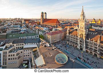 marienplatz, frauenkirche, panorámico, munich, alemania,...