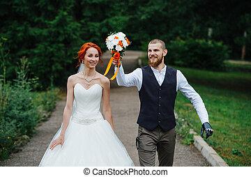 marier, marche, bas, sentier, récemment, par, sorti, couple, parc