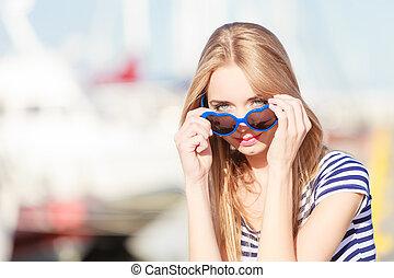 marina, femme, contre, yachts, port