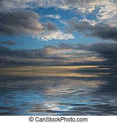 marine, ciel dramatique