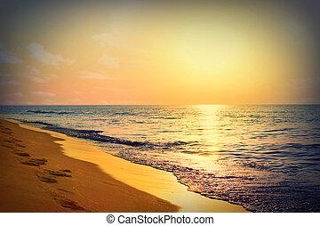 Marine sunrise - Sunrise on the sea, the solar path