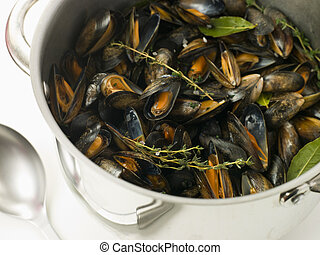 mariniere, cacerola, moules