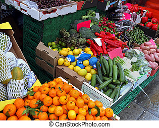 Market stall corner - Full crates of fruits and vegetables ...