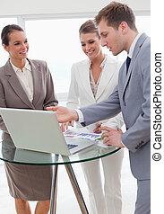 marketing, manager, präsentieren, seine, neu , strategie