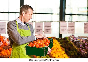 markt, assistent, vasthouden, doosje, van, tomaten