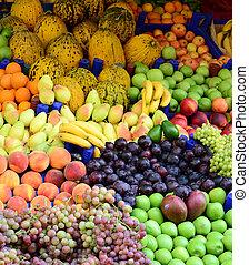 markt, mit, verschieden, bunte, frische früchte gemüse