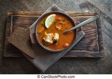 marmitako, soppa, in, a, keramisk, bunke, på, a, trä planka