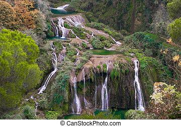marmore, vodopády, itálie