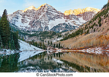 Maroon Bells and Maroon Lake at sunrise - Maroon Bells and ...