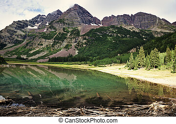 Crater Lake - Maroon Bells and the reflection in Crater Lake