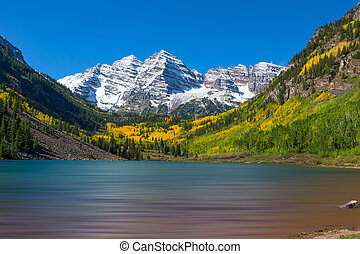 Maroon Bells in Fall - maroon bells and maroon lake near...