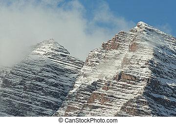 Maroon Bells Peaks - twin peaks of Maroon Bells, Aspen,...