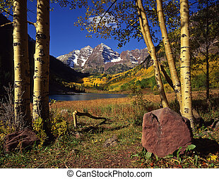 Maroon Bells&Rock - The Maroon Bells & Maroon Lake in the ...