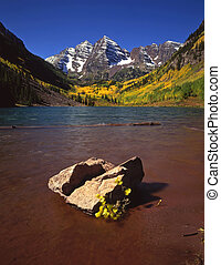 Maroon Lake&Rock - The Maroon Bells and Maroon Lake in the ...