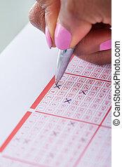 marquer, loto, main femme, nombres, billet