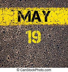 marquer, mai, 19, sur, jaune, jour, peinture, ligne, calendrier, route