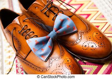 marrón, los zapatos de hombres, y azul, corbata de lazo,...