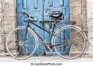 marrakesh, laden, fahrrad, traditionelle , teppiche, marokko, verkauft, front, weißes