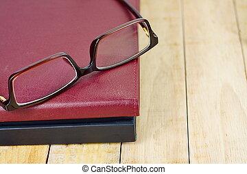 marrom, óculos, trabalhando, madeira, livro, tabela., pilha