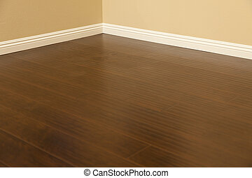 marrom, pavimentando, laminate, installed, baseboards, lar,...