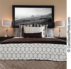 marrone, due, letto, grande, camera letto, nightstands.