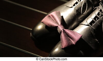 marrone, scarpe, con, cravatta arco