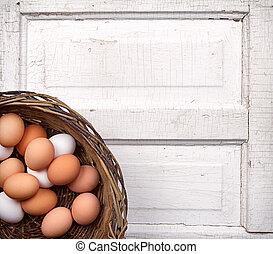 marrone, uova, in, uno, cesto