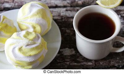 marshmallows and black tea with lemon