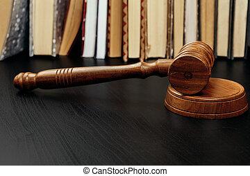 marteau, juge, table, sombre, bois