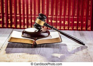 marteau, les, symbole, de, droit & loi, dans, tribunal, bibliothèque