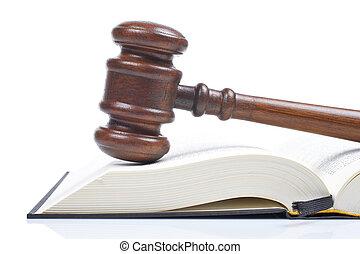 martillo madera, y, libro de derecho