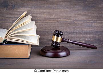 martillo madera, y, libros, en, fondo., ley, y, justicia, concepto