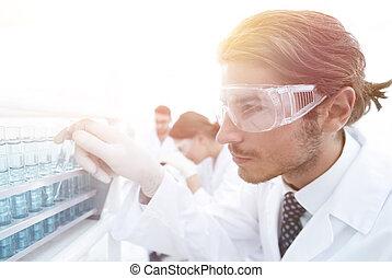 marynarka, rura, pracownia, okulary ochronne, asystent, próba, laboratorium