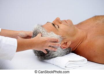 masage, homme, cuir chevelu, mûrir, avoir