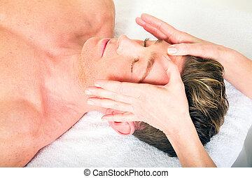 masage, homme, jeune, reçoit, figure