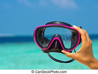 maschera, tropicale, tenere mani, spiaggia, scuba