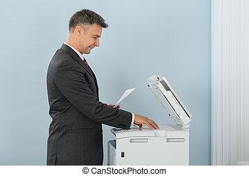 maschine, gebrauchend, photokopie, buero, geschäftsmann
