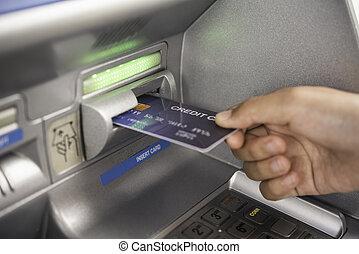 maschine, hand, atm karte, zurücknehmen, bank, mann, geld, einsetzen, kredit, gebrauchend