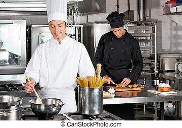 maschio, chef, preparazione alimento