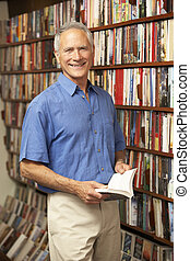 maschio, cliente, in, libreria