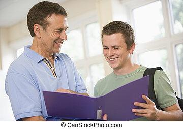 maschio, professore, studente università, fornire, guida