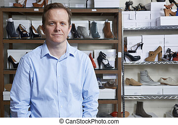maschio, proprietario, di, negozio scarpa