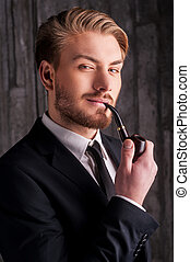 masculinity., appareil photo, fumer, jeune, portrait, homme, beau, élégance, tuyau, sourire, formalwear